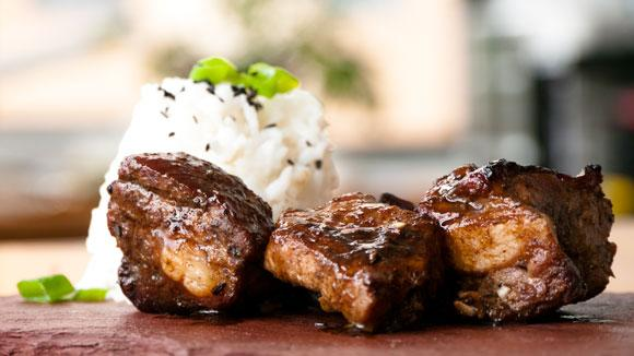 A moist, tear-off-the bone rib w/ a tangy, sweet & sticky sauce. Drooling yet? Get the recipe: http://t.co/pzJtWM0PIQ http://t.co/gittbrAuvn