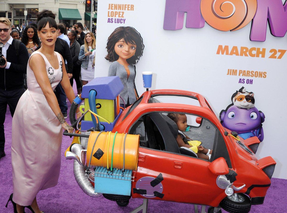 Fotos de Rihanna (apariciones, conciertos, portadas...) [15] - Página 49 CAuNK4dWgAI5Qhy