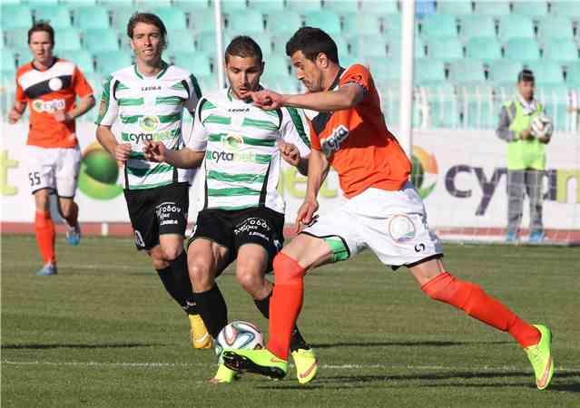 Markoski (R) battles for the ball