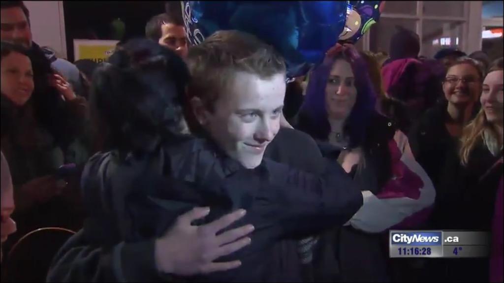 [UPDATED] Internet Heroes Save Bullied Teen's Birthday After Classmates Reject His Invite
