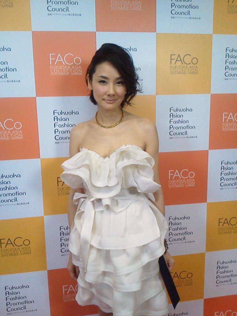 吉田羊 ドレス