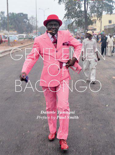 ◎新刊速報◎武器を捨て平和を愛し、世界一服にお金をかける最高にエレガントでかっこいいコンゴの男たち=サプールをとらえた写真集『Gentlemen of Bacongo』日本語版の刊行が決定しました!今春刊行予定で制作進行中です!編M http://t.co/vLrPWTS7c3