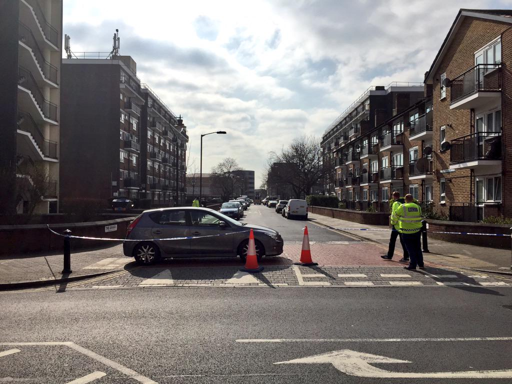 Unexploded WWII bomb at Bermondsey Spa - police cordon at Abbey Street / The Grange junction http://t.co/qQTZllbeni