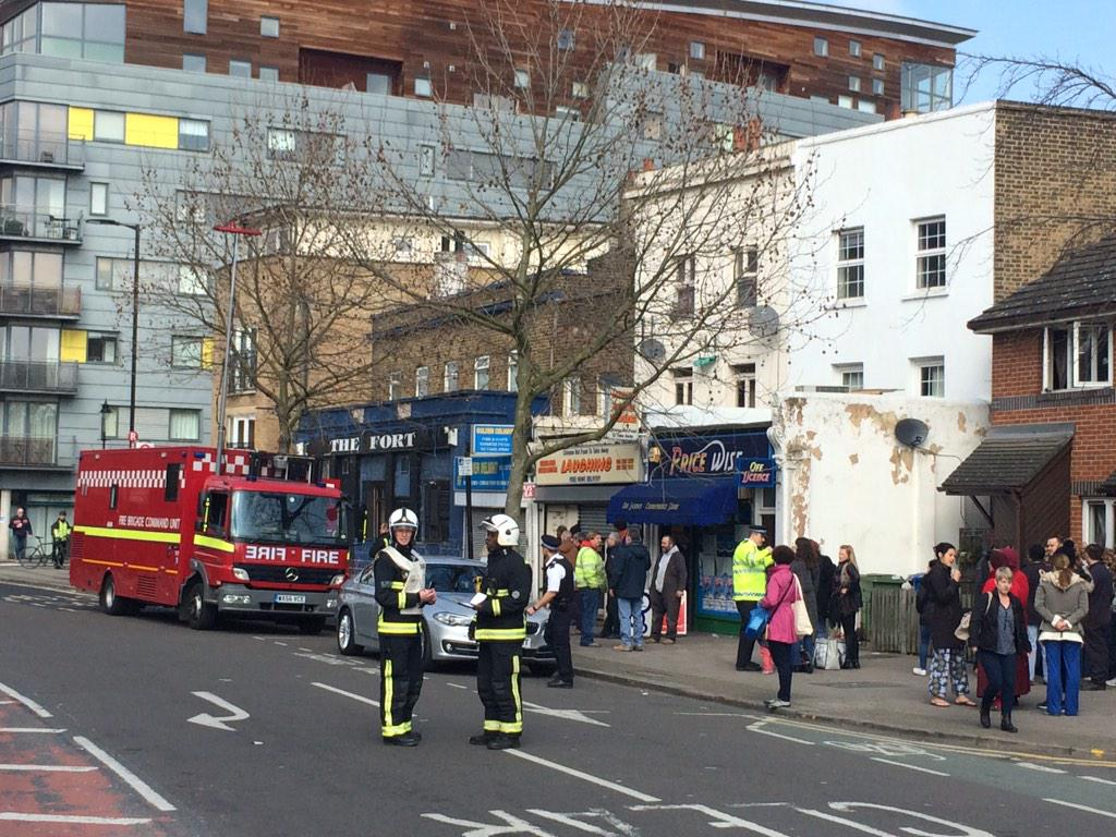 Residents + workers are being evacuated after #WW2 bomb was found near #Bermondsey Spa. 400m police cordon in place. http://t.co/0NPK1SkcVp