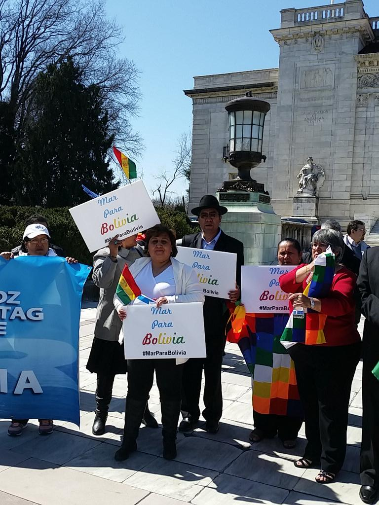Honored to stand with bolivias OAS and consular officials demanding #MarParaBolivia @DiegoPary http://t.co/lPA9tabNi9