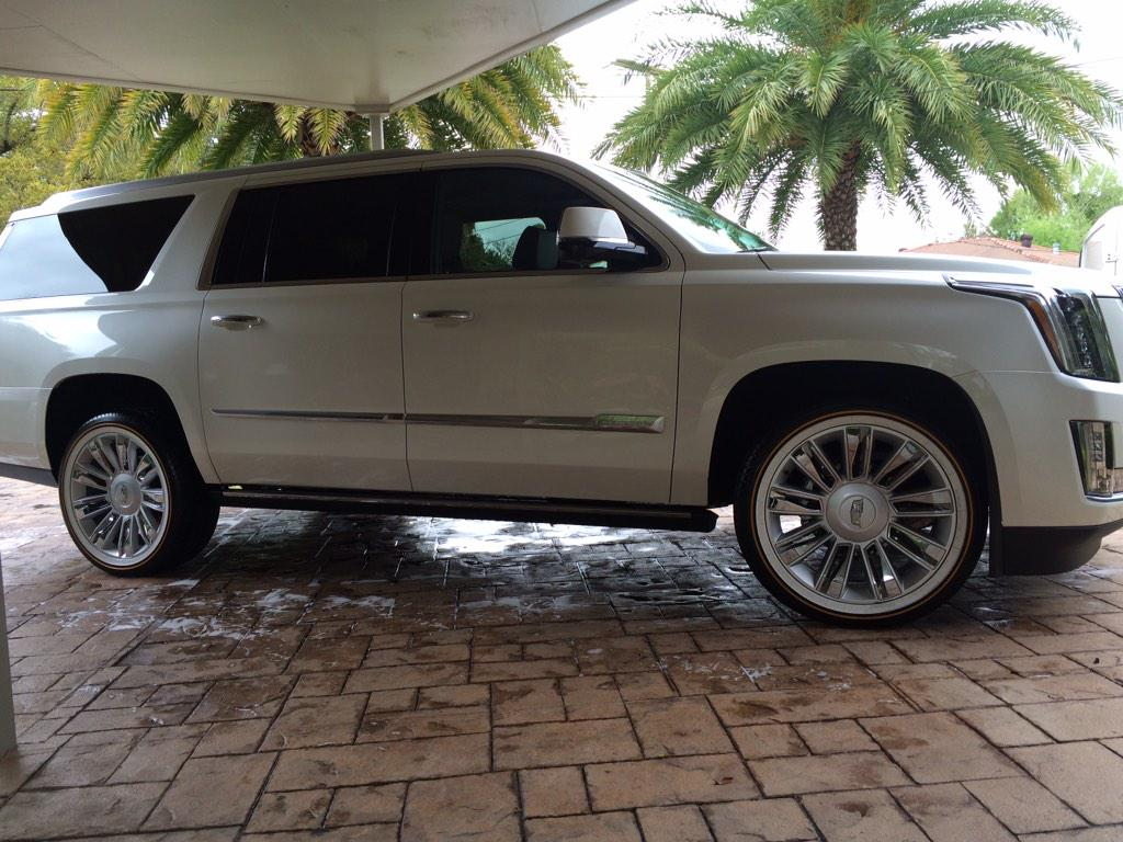 """Escalade Platinum 2015 >> 3D Mobile Detailing on Twitter: """"2015 Cadillac Escalade 22 inch old-school vogue tires! So mean ..."""