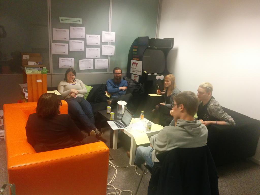 'T was wijs tijdens de datawijs meetup. Onze kerngroep met oa @brechtvdv @LaraClaire_ was weer in form. http://t.co/qUe72jTw3w