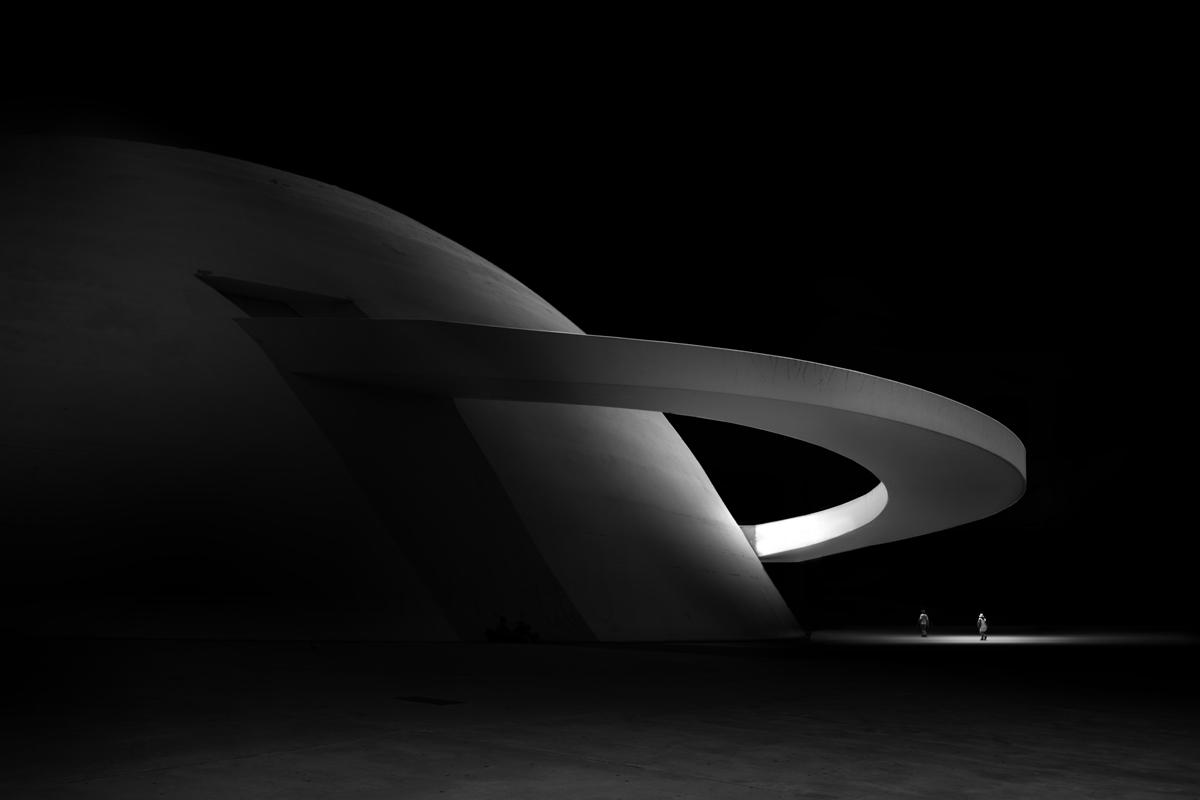 A look at Brasília's iconic buildings with a minimal & night-time twist by Øystein Aspelund: http://t.co/ugkWi7EEuG http://t.co/ugjzrem7s0
