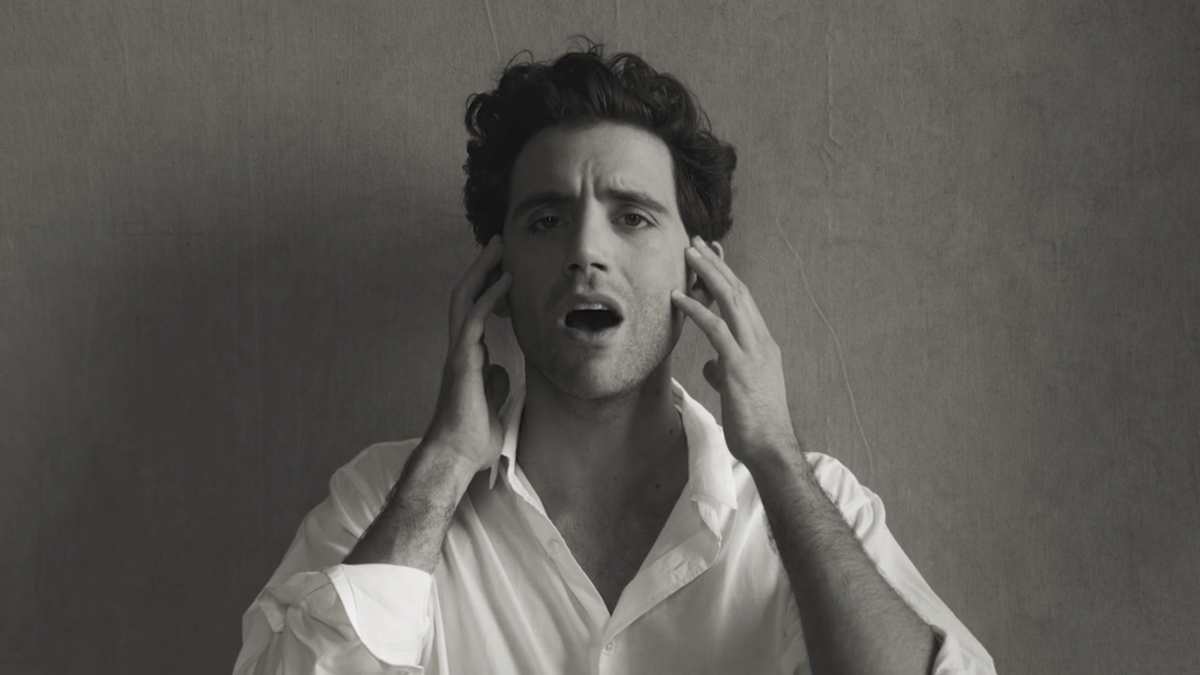In a turn of unlikely collabs, Peter Lindbergh directs a video for @mikasounds #LastParty #np http://t.co/Cq6LOPqRab http://t.co/zfGStLdqjm