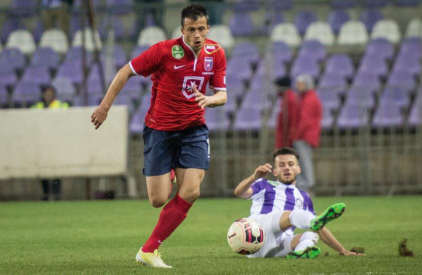 Mirko runs toward the ball