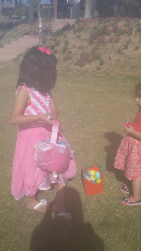 Egg hunting at Tia Alma house