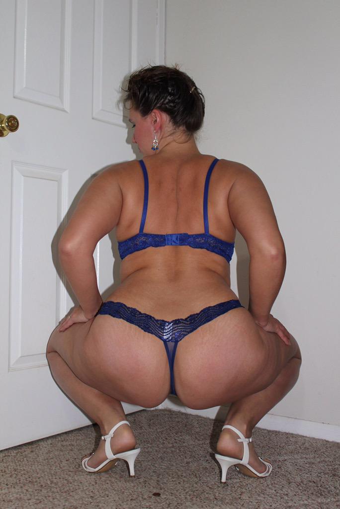seksualnie-popki-foto-moshnih-bab-v-vozraste-v-stringah-pravilno