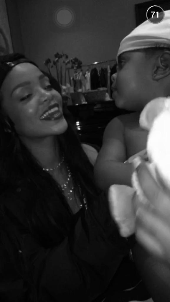 Rihanna en las Redes Sociales [VII] >> @rihanna/@badgalriri - Página 23 CB4No1_XIAACAQX