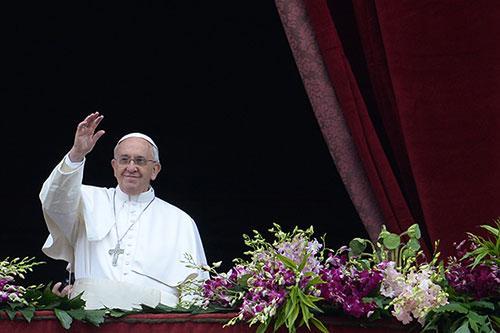 Buona Pasqua! Frasi e Messaggi divertenti: Auguri per la Festa con le Cartoline di Papa Francesco
