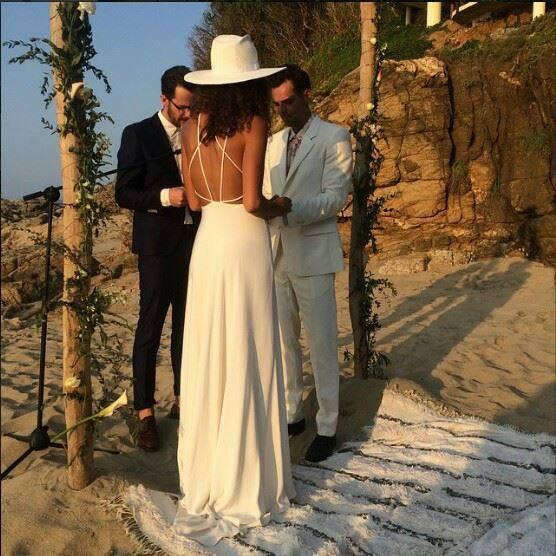 Congratulations to @MyJasonThompson & Paloma Jonas who were married on the beaches of San Pancho, Mexico on 4/5/15 http://t.co/9iHQJnSChE