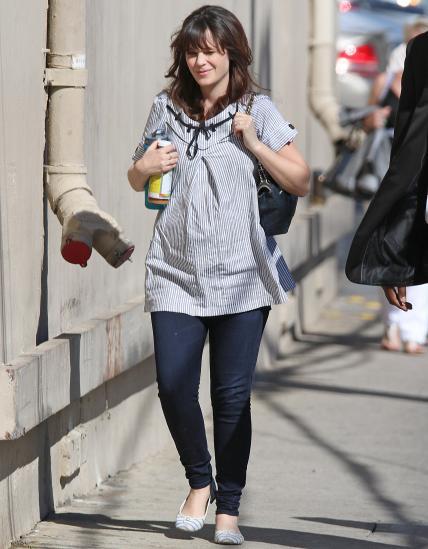 The best celeb maternity street style looks, including zooey deschanel: - scoopnest.com