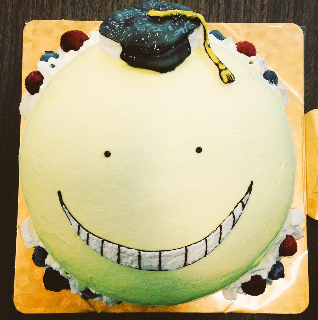 今日はスタッフの誕生日!殺ケーキでお祝いをしました!それにしても殺せんせー、なんてケーキ向けのフォルムなんでしょう…! #暗殺教室 pic.twitter.com/zMpAEmenT4