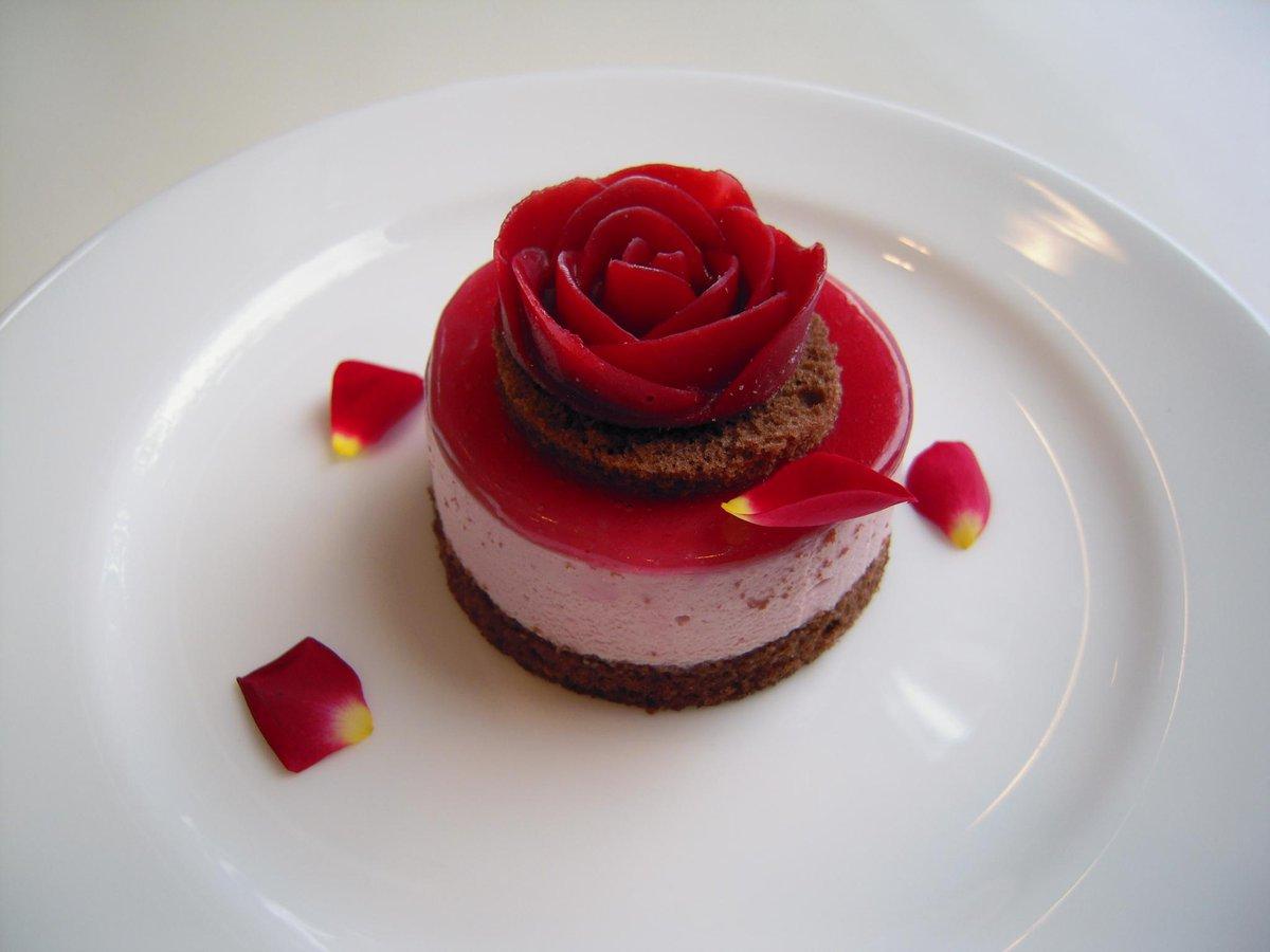 カフェ ダールでは展覧会の「イメージケーキ」が人気です。蜷川展のケーキはこちら。展覧会を味覚でもお楽しみください。#ミュージアムウィーク #想像力MW #蜷川実花 #Self-image http://t.co/71RdyKn9eq