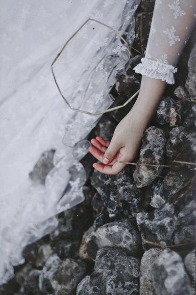 stabilisce passaggi e perdite non ha che non sia il cuore a viverne riflessi.  @cristinabove #UniversoVersi http://t.co/Ar816dnXp0