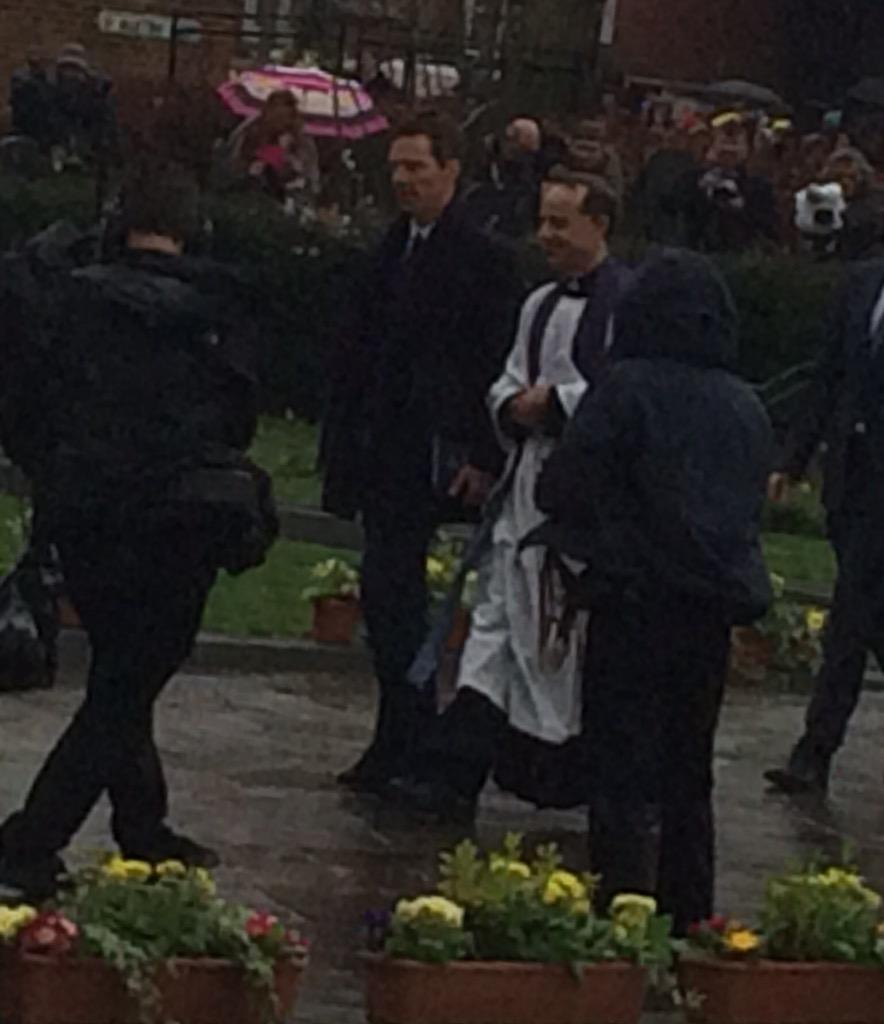 Benedict Cumberbatch has arrived for the service #RichardIII #richardreburied @LeicsCathedral @BBCLeicester http://t.co/ImnndFmTu4
