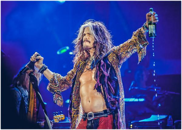 Born this day 26th March Sexy Steven Tyler aged 67 and still got it!! HAPPY BIRTHDAY!! http://t.co/QMXufiilEG