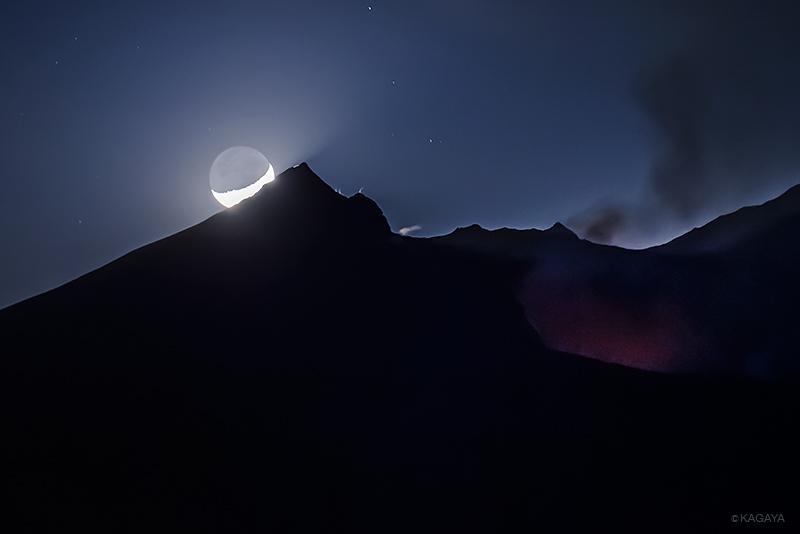 桜島に沈む月。(昨夜撮影) pic.twitter.com/J34KC7QOnY