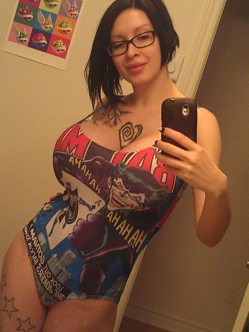 I'm in love with my new bodysuit! Whjat kind of shoot should I do with it? http://t.co/PqLsxQMIOq #joker