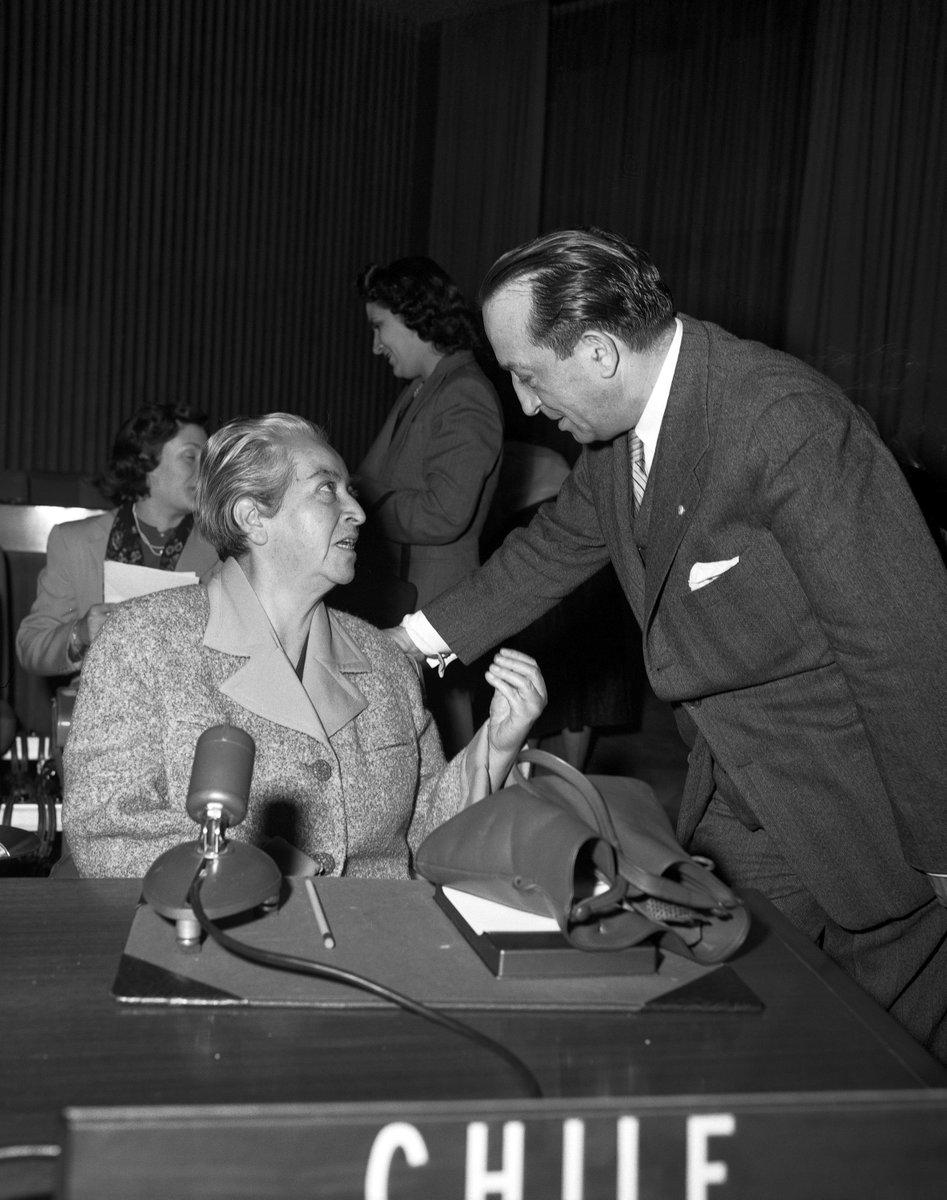 Foto di Gabriela Mistral durante la 7ª Sessione della Commissione sullo stato della donna il 25/03/1953