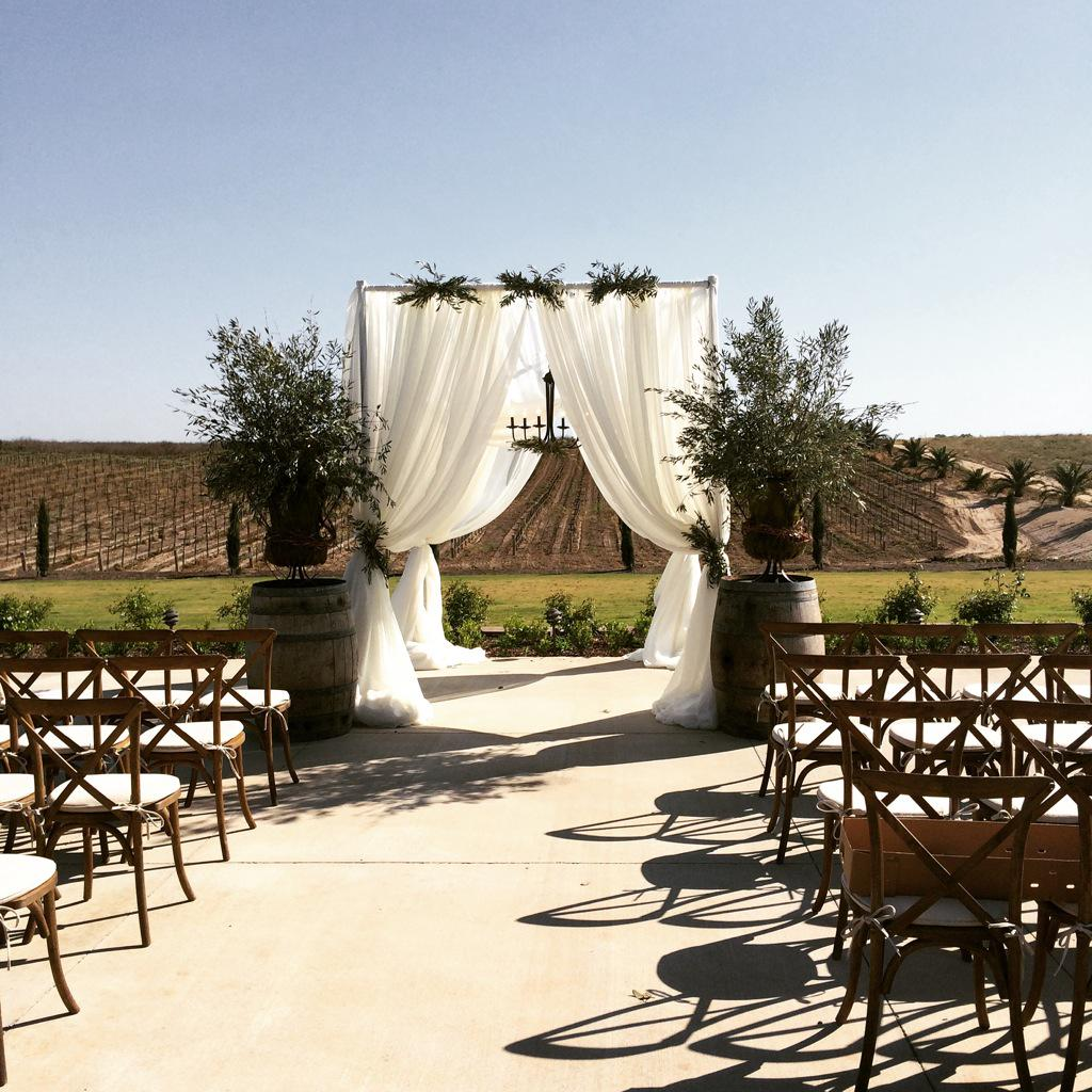 Toca Madera Winery On Twitter It S Wedding Season Thank You Ohwhatjoy For A Beautiful Photo Shoot Thelinenpe Walkerlewiss