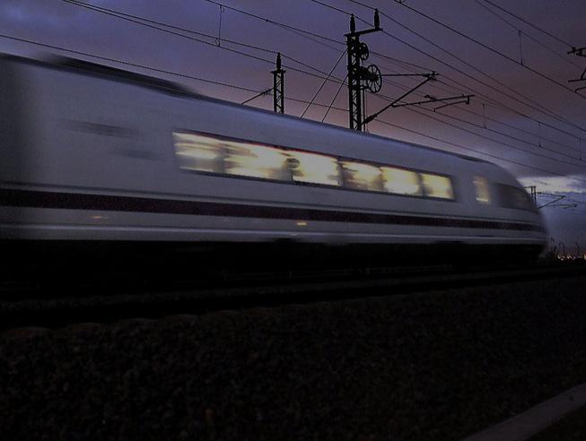 No s'hauria d'haver construït cap línia d'AVE: la conclusió d'un informe sobre alta velocitat http://t.co/GBAdnfQcc2 http://t.co/JUz3uoFmoK