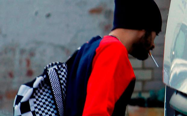 Zayn Malik vai a estúdio um dia após sair do One Direction http://t.co/qCFzQk4muA