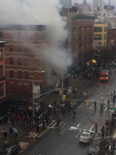 #BREAKING: Explosion reported at apartment building in #EastVillage http://t.co/PqIBwCpUjv (photo: @ScottWesterfeld)