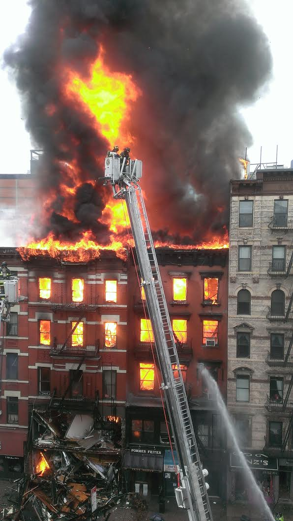 Occupied East Village building appears to have collapsed after an explosion http://t.co/MWFZtQiZgf (photo: @nypmetro) http://t.co/nAgX8OdFZv
