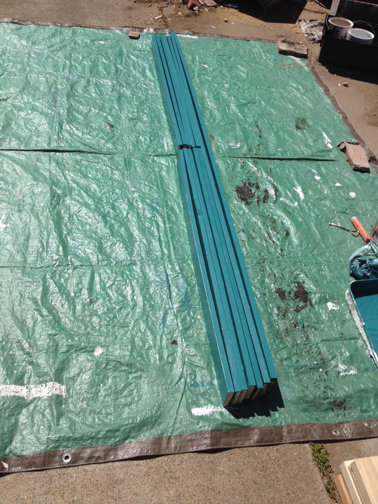 First coat is all dry, time to start the second coat. First paint the sides, then flip it 90 degrees. #KensGarageDoor http://t.co/gSrlcEpMBU