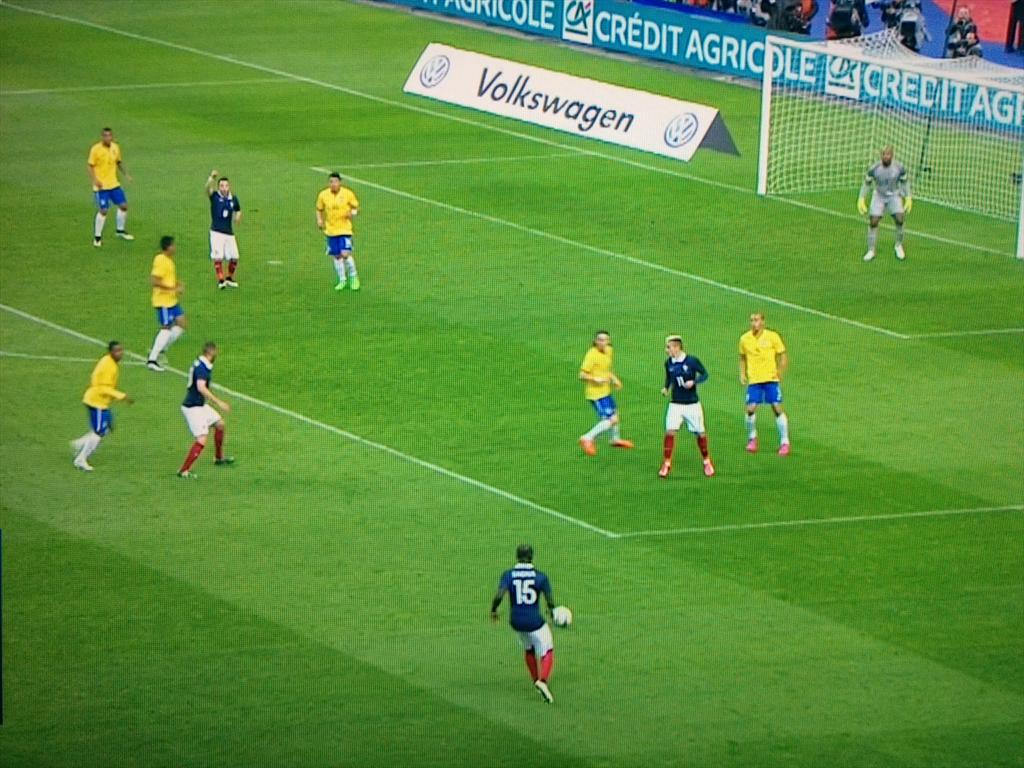 You have to admire Valbuena's optimism as this move built down the flank http://t.co/uoUcmnamGT