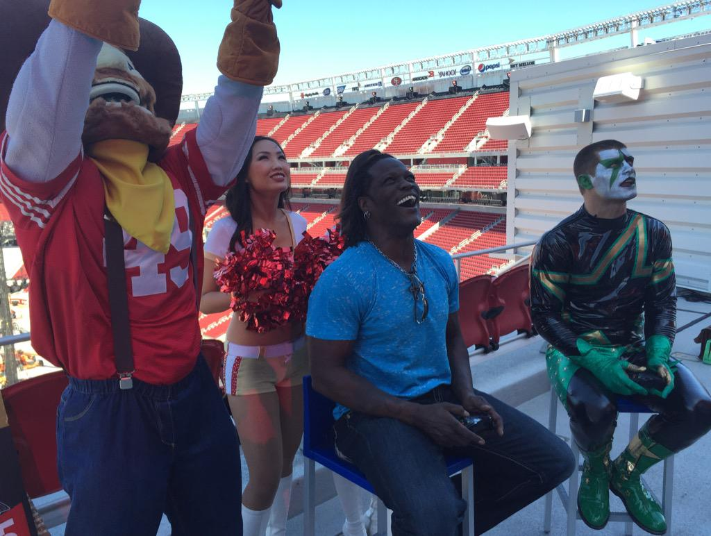 .@StardustWWE v. @RonKillings in #WWE 2K15 on @LevisStadium's 50-ft screen 2day. Video Sat on #WWE.com. @WrestleMania http://t.co/hgXgQanLca