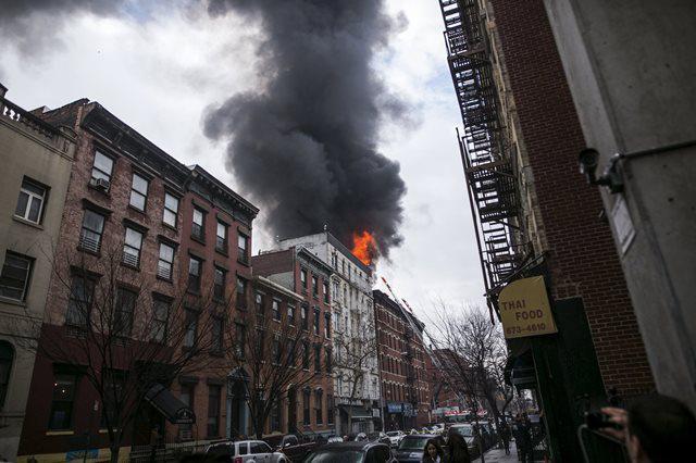 【画像】ビル倒壊 ニューヨークで起きたガス爆発の跡が凄まじい