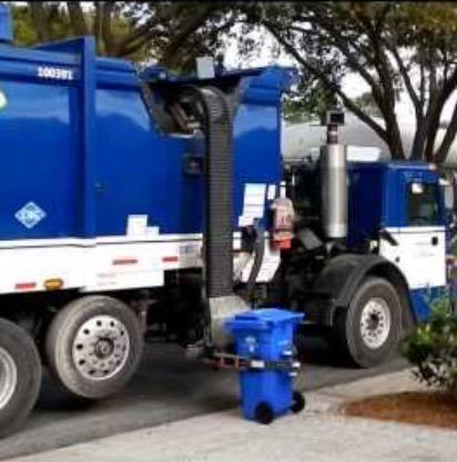 The delicate robot ballet that is trash collection in LA! http://t.co/wBEjHWwip9