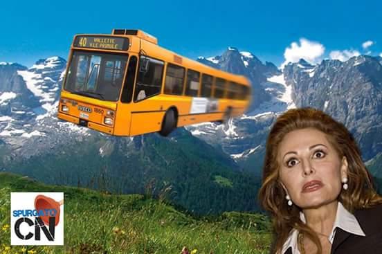 """Il contestato tweet di Santanchè: """"Che origini hanno i piloti dell'autobus caduto?"""""""