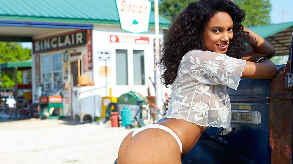 RT @SI_Swimsuit: Route 66 has never looked better thanks to @Arielmeredith! http://t.co/65FC5tPyY4 http://t.co/9VZPh6BhAa