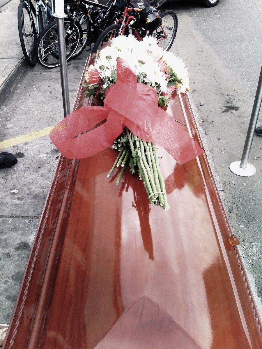 Viernes negro en #Medellín #EnterrandoProyectodeCiudad #PalacéparaTodos http://t.co/lEiNpjyL9F