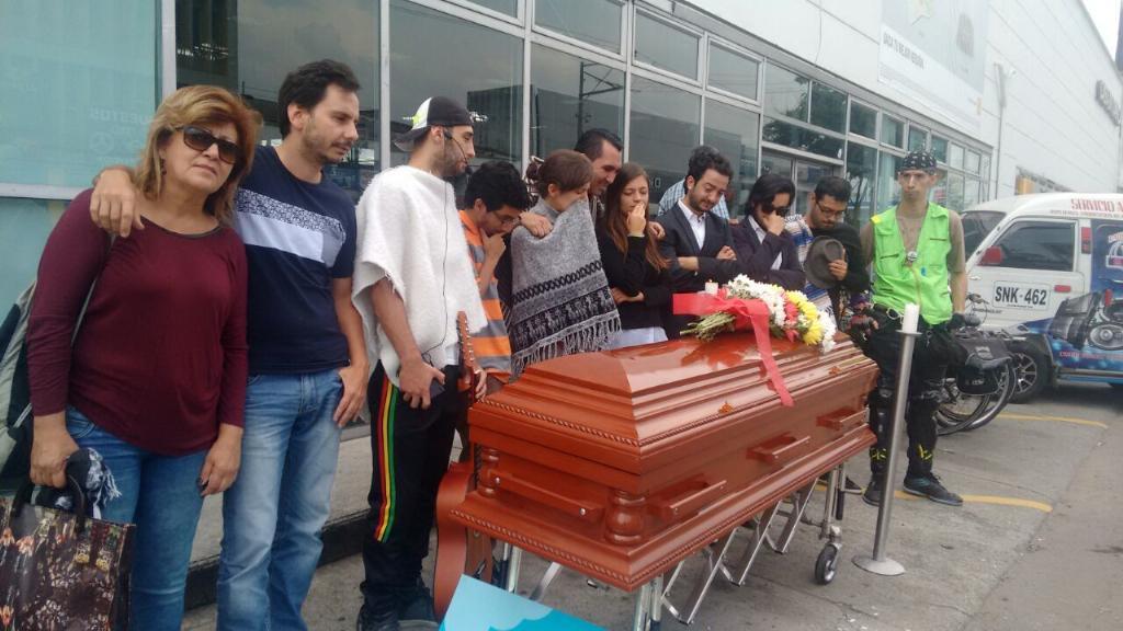 Estamos velando la cicloruta de #PalacéParaTodos claramente homicidio doloso. http://t.co/r1e37mqDtb