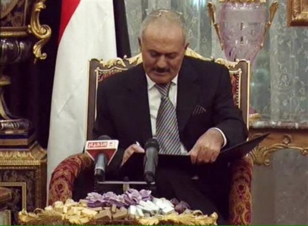 #رفع_حصانة_الخائن_صالح  ومحاكمته على جرائمة، خان الامة والجوار والعروبة ،والشعب اليمني والاتفاق الخليجي ونقض الميثاق. http://t.co/xA6ue2PVOp