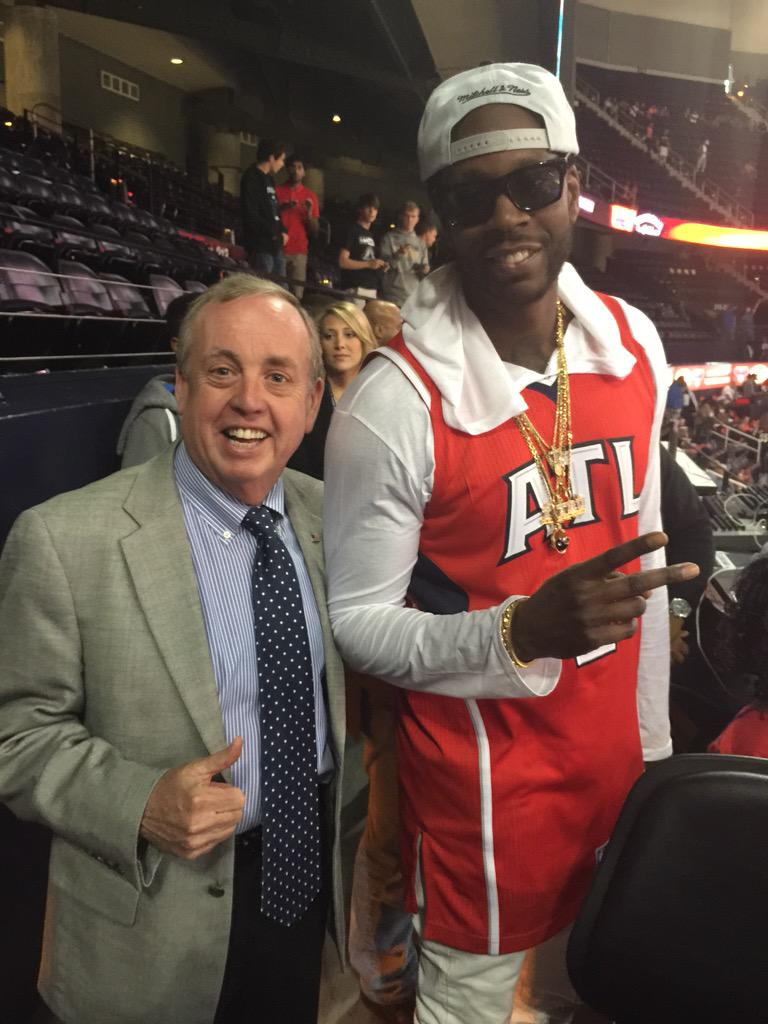 Hangin with my pal @2chainz pre game. http://t.co/gDdUewx1XP