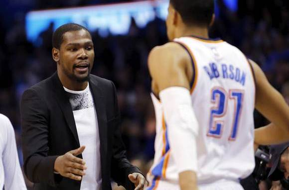 BREAKING: Thunder announces Kevin Durant will require third procedure on foot, out 4-6 months. http://t.co/fbPcfTYGy9