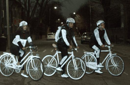 Volvo creates LifePaint, a reflective safety spray for cyclists http://t.co/v8GgAgNV4A http://t.co/AoSjvlpmwZ
