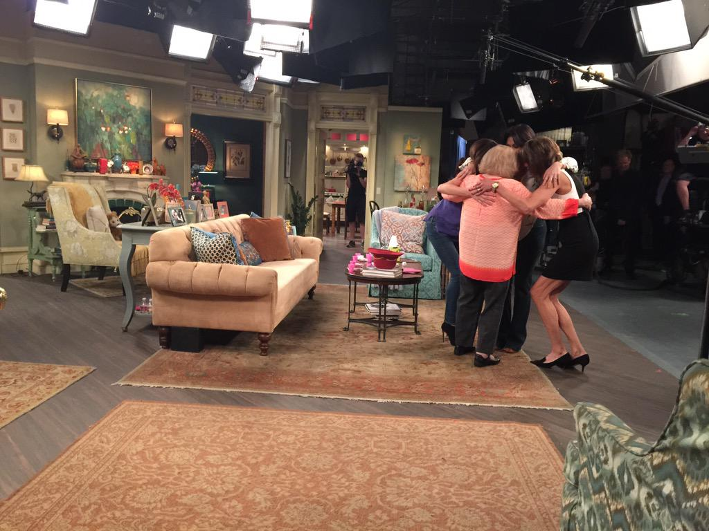 The final episode. I LOVE YOU @WOLFIESMOM @WENDIEMALICK @BETTYMWHITE #HotInCleveland http://t.co/VnmnJgUS2q