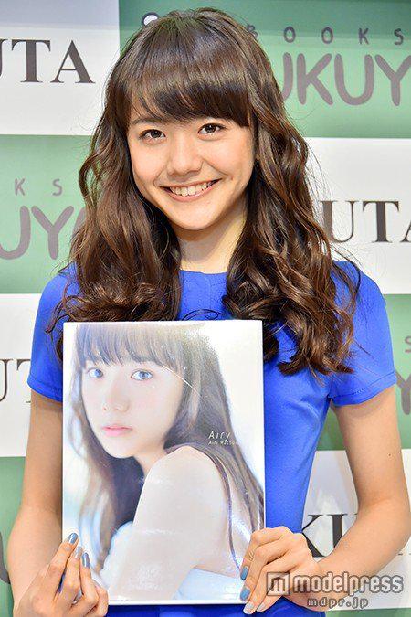 写真集を発表するの松井愛莉さん
