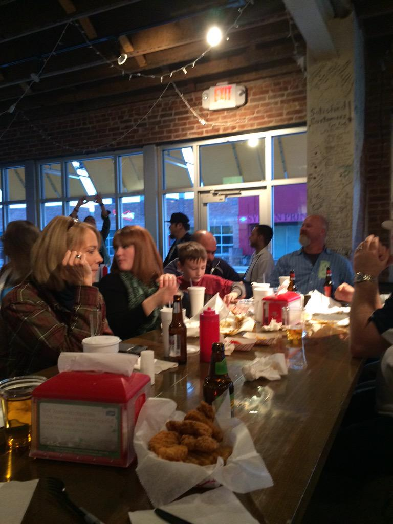 Hanging with the cool kids at @phatphillys #GetMePhat #SMTulsa http://t.co/S1lBszsz03