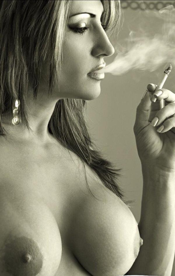 pretty-smoking-woman-naked
